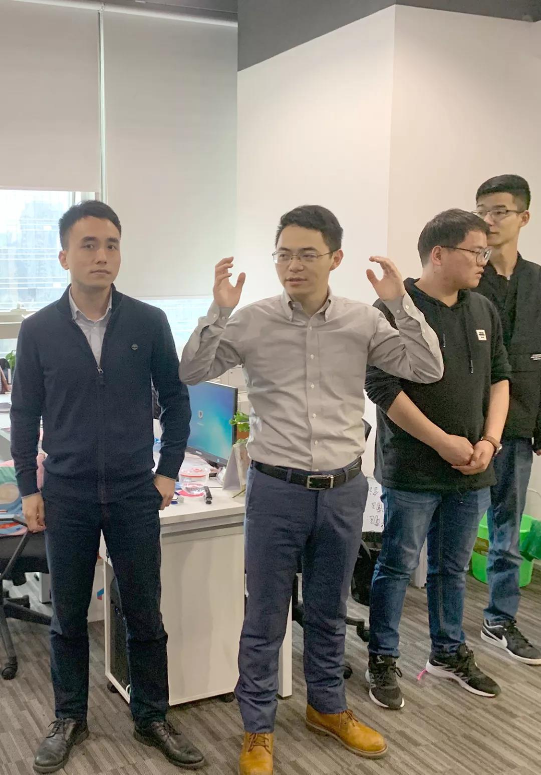 钱香金融母公司驰展控股深圳公司乔迁新址!
